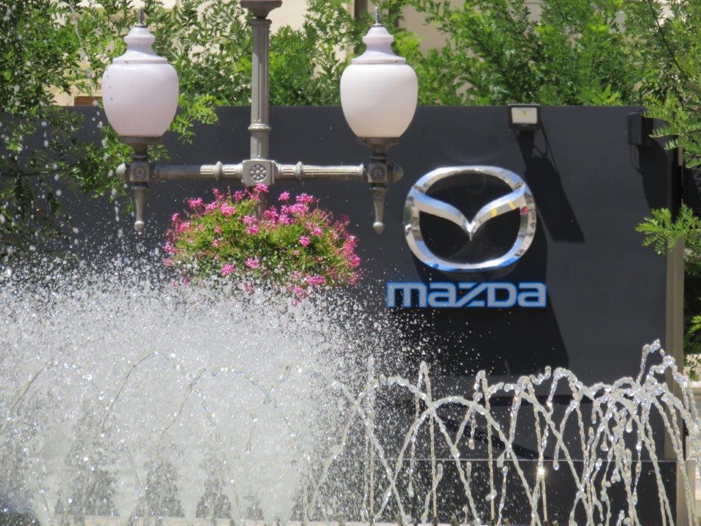 Mazda Skyactiv Tour con prueba de coches en Huesca, Plaza de Navarra