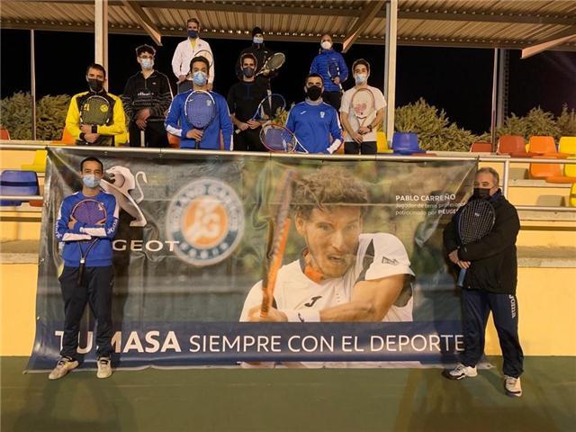 Tumasa, venta de coches nuevos y usados en Huesca y Monzón, es patrocinador oficial del Club de Tenis Zoiti de Huesca, en pleno relevo generacional y con más jugadores que nunca